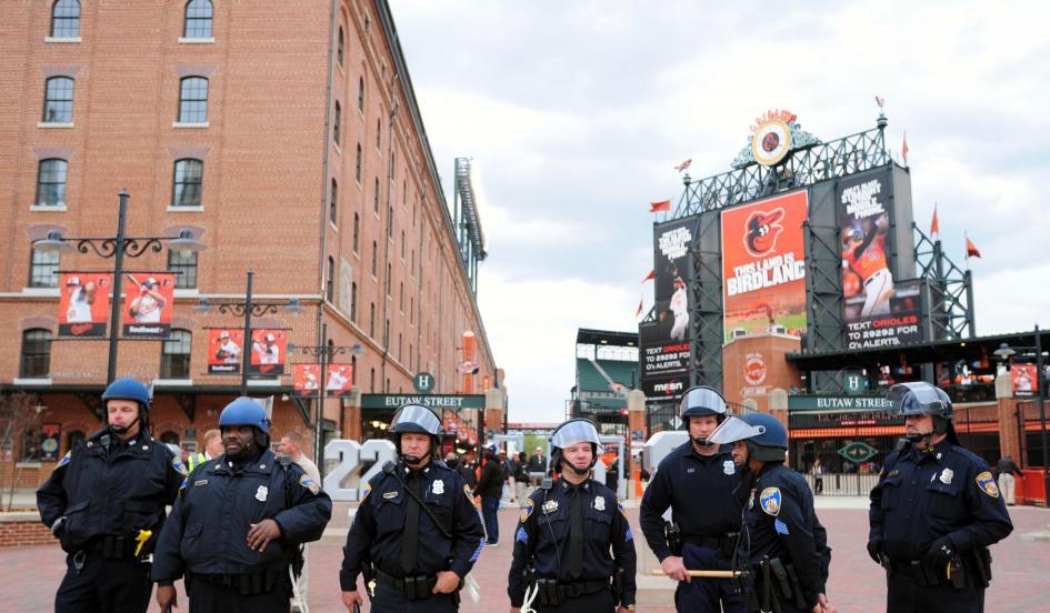 Camden-Yards-Cops