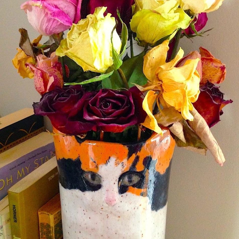 Cat-Vase-Roses