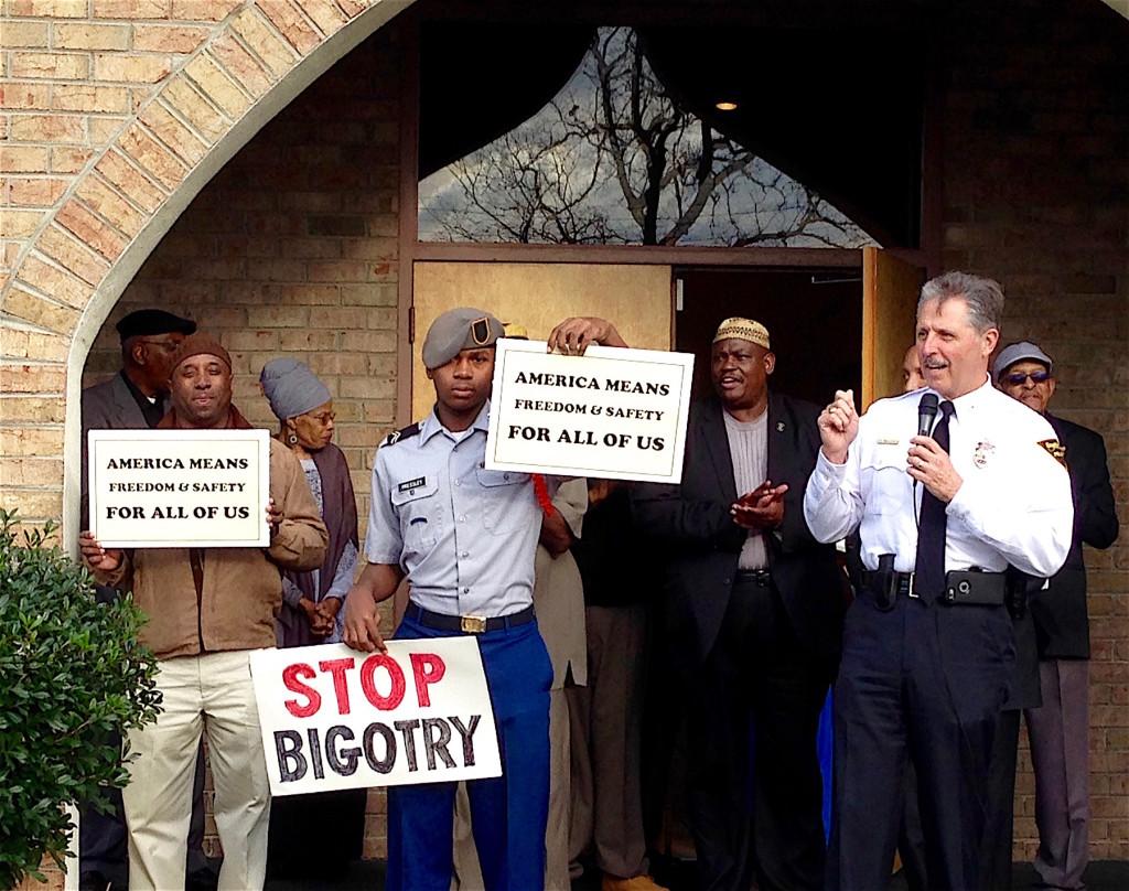 Muslims-Police-Chief-Medlock-Signs-12-18-2015-SM