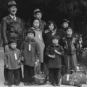 Nisei-Mochida-Family-w-tags