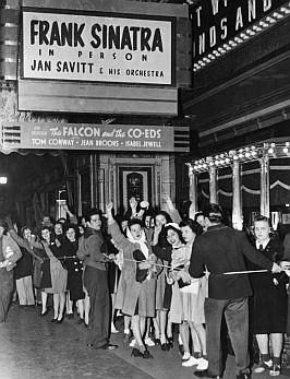Sinatra-teen-idol-fans